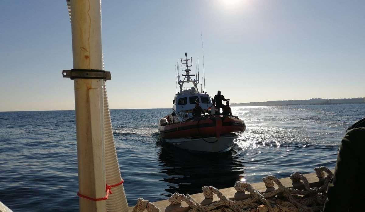 Tre parlamentari sono riusciti a salire a bordo della Sea Watch