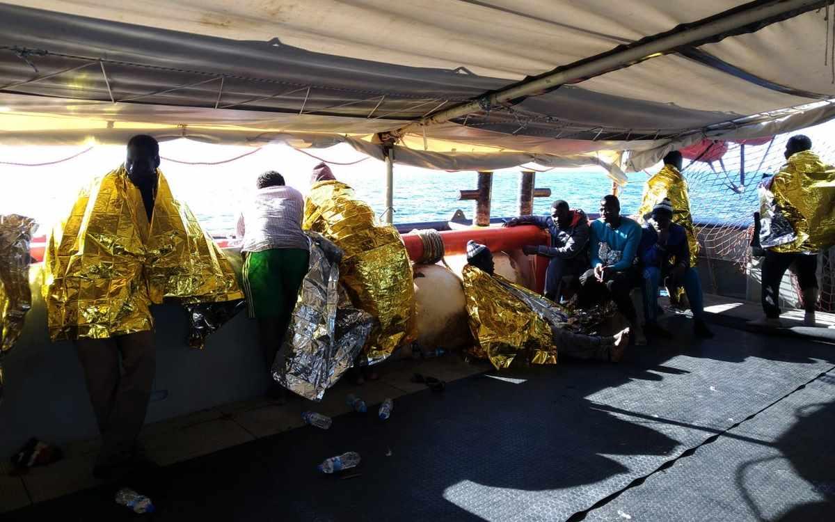 Sea-Watch 3 soccorre 47 migranti al largo della Libia. Evitata una nuova tragedia
