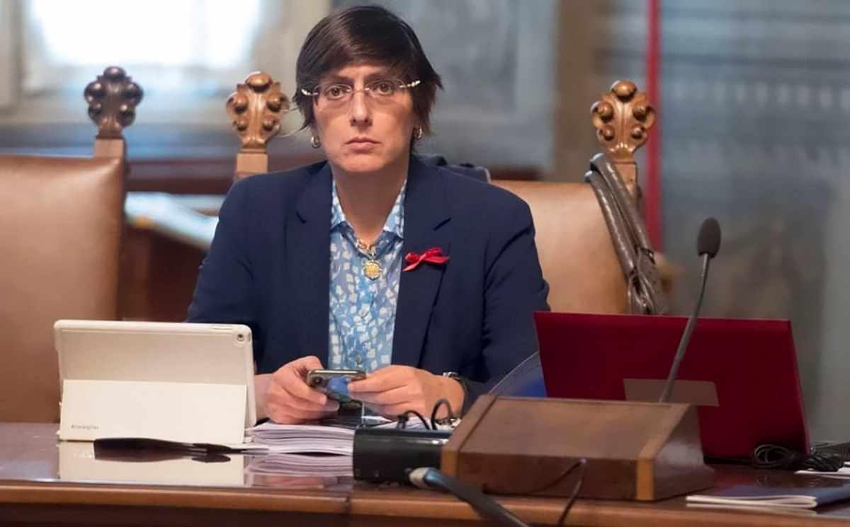 Ecco perché Salvini si è rifugiato dietro la gonnella della ministra avvocato Giulia Bongiorno