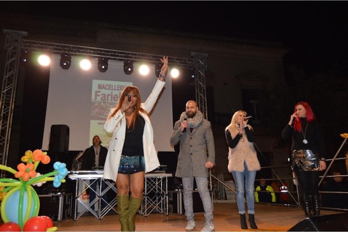 Carnevale 2019: Regina e Kim Lukas cantano dal vivo e scaldano la piazza di Toritto