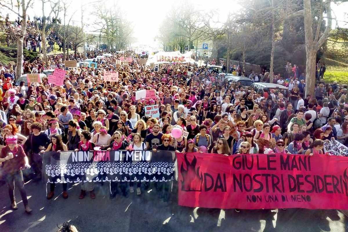 A Verona sono state decine di migliaia le persone che hanno manifestato contro la famiglia sovranista