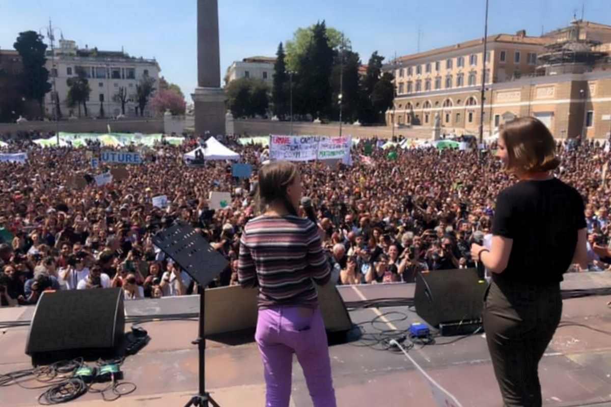 Erano oltre 20mila i ragazzi a Roma in Piazza del Popolo a manifestare per il clima insieme a Greta Thunberg