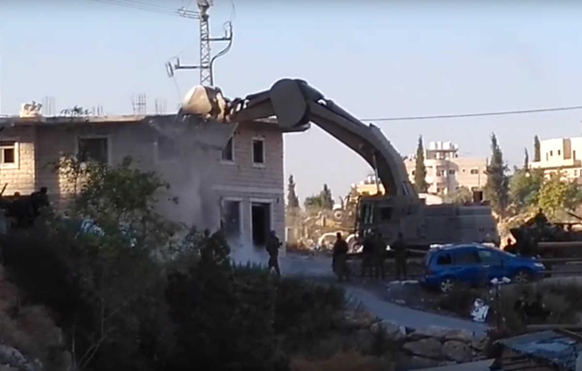 Gli israeliani demoliscono 13 edifici palestinesi in Cisgiordania