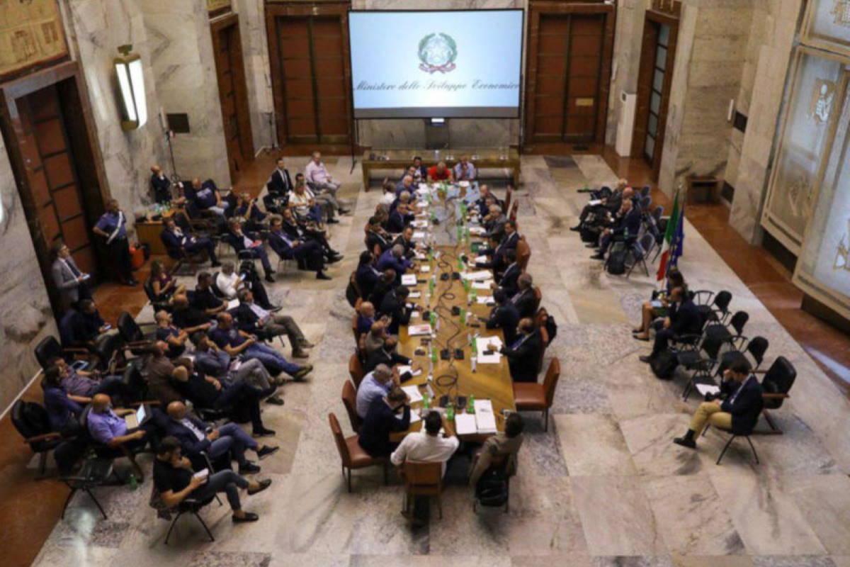 Ex Ilva, al Mise siglato un accordo per interventi straordinari a Taranto e negli altri stabilimenti del gruppo