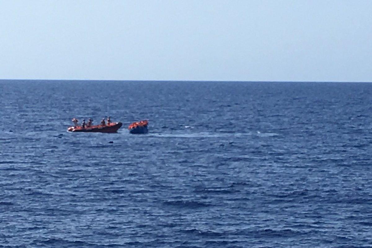 1 agosto, la Open Arms salva 52 persone nel Mediterraneo centrale e chiede un porto sicuro per sbarcarle