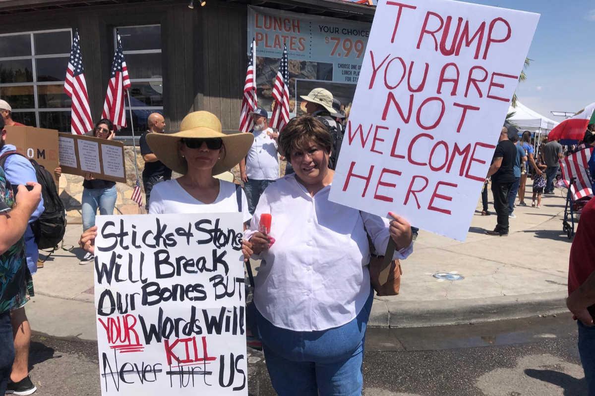Trump e la moglie in visita in Ohio e Texas accolti da accuse e manifestazioni di protesta