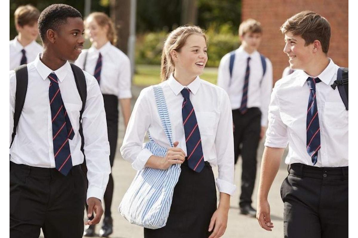 College inglese, divieto per le gonne contro l'omofobia
