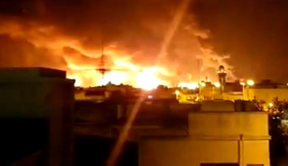 Gli attacchi di sabato a due impianti petroliferi Aramco hanno dimezzato la produzione di greggio dell'Arabia Saudita