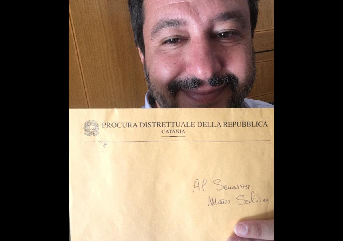 A Salvini una busta dalla Procura di Catania: il Tribunale di ministri potrebbe rinviarlo a giudizio per il sequestro della Gregoretti