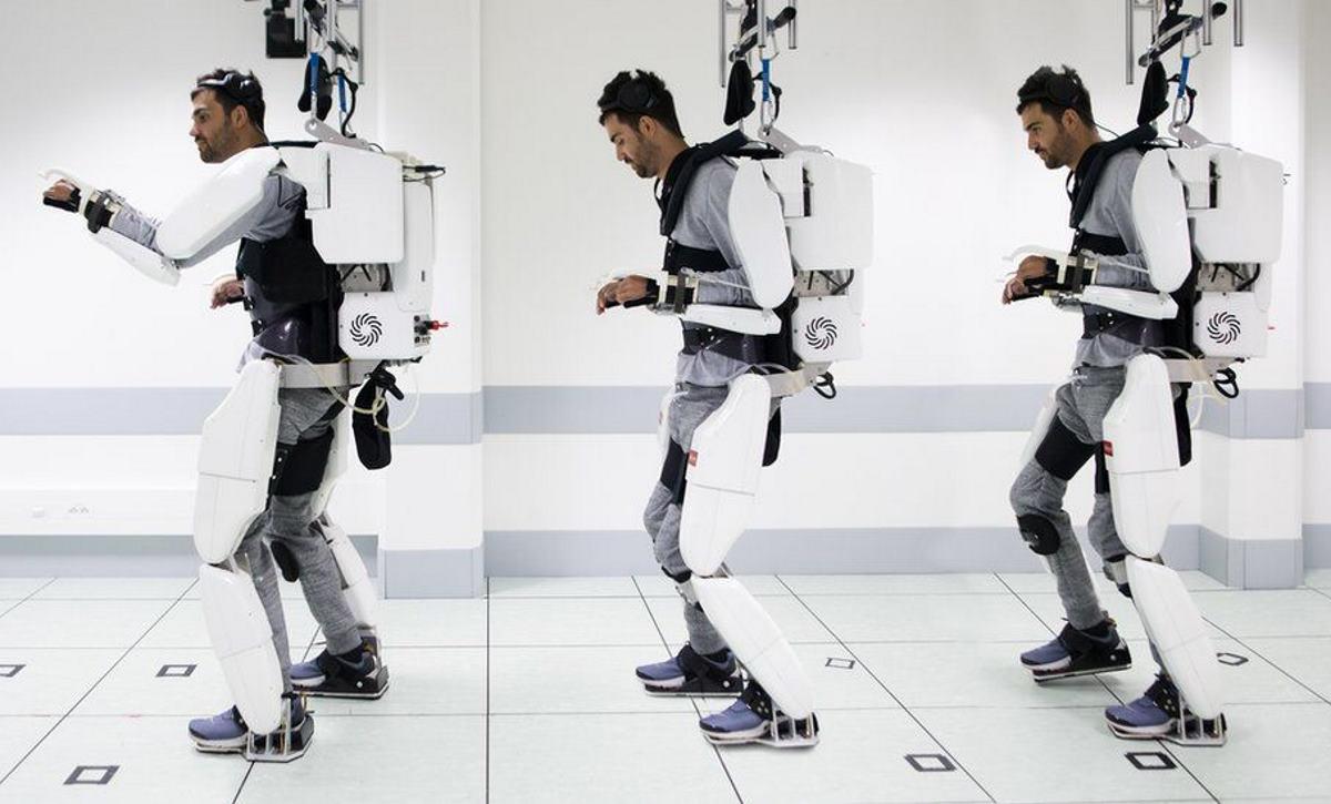 In Francia un tetraplegico ha mosso gambe e braccia grazie ad un esoscheletro controllato dal suo cervello