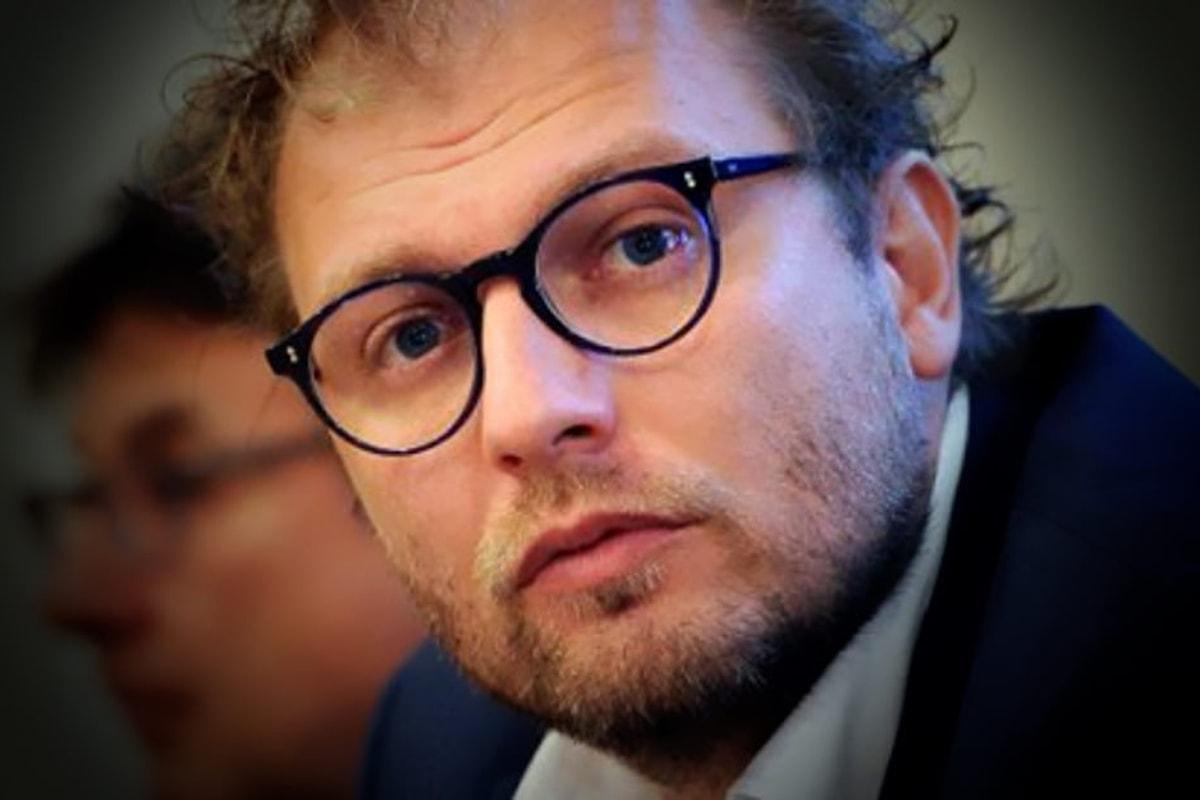 Luca Lotti ed altre 4 persone andranno a processo per la fuga di notizie sul caso Consip. Perché Lotti si meraviglia se...