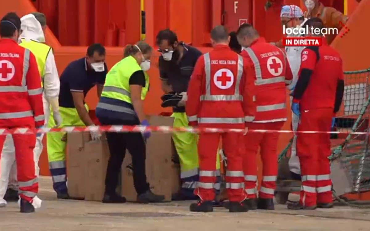 Sbarcati i 155 migranti a bordo della Asso Trenta e gli 88 a bordo della Alan Kurdi