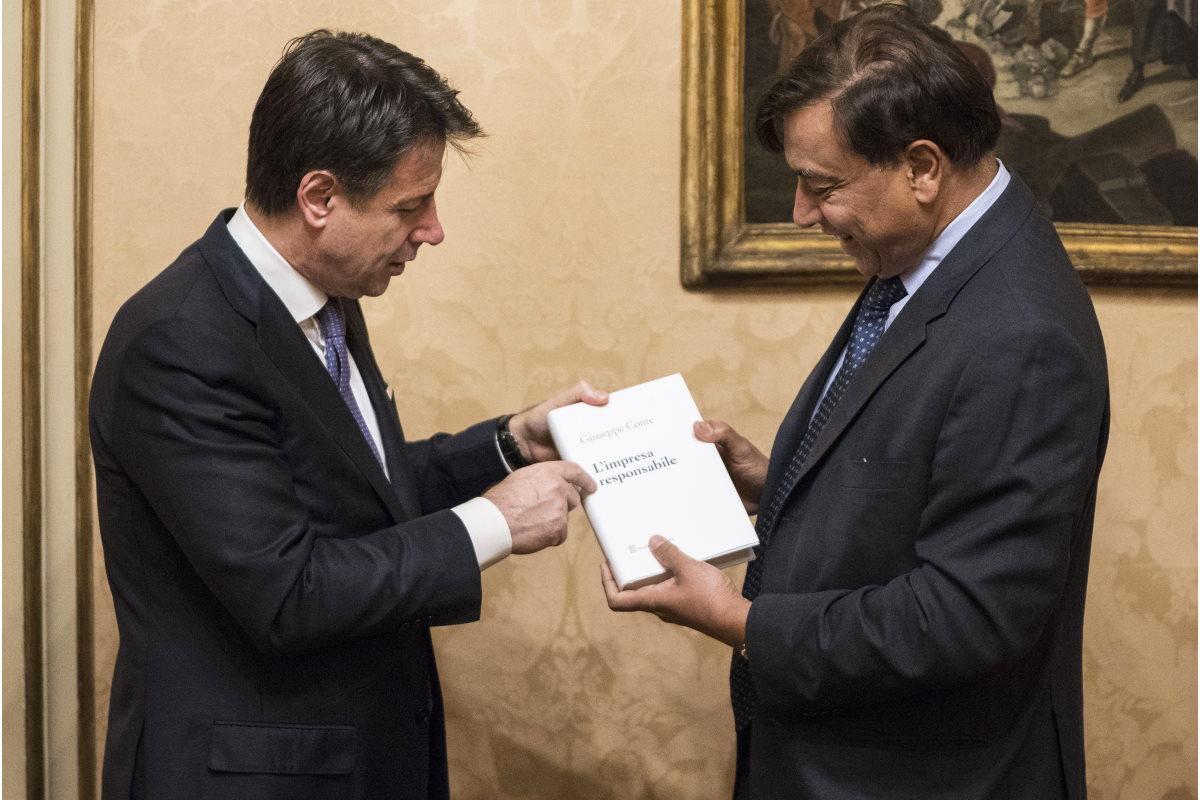 Il Governo disposto a calare le braghe pur di far rimanere i Mittal a Taranto