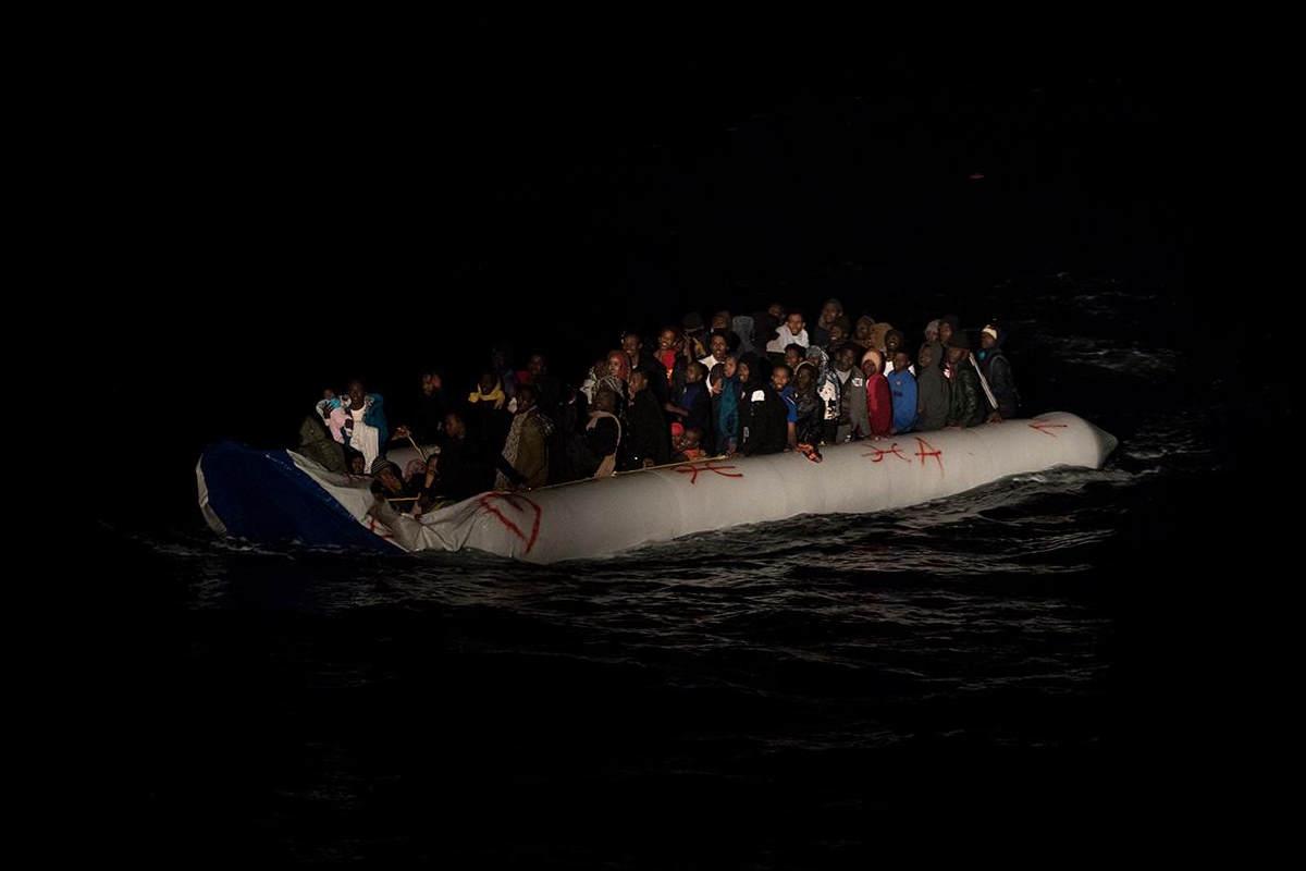 La Ocean Viking ha tratto in salvo 112 persone su un gommone in avaria al largo della Libia