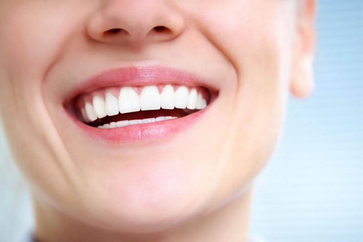 Lavarsi i denti con regolarità fa bene al cuore