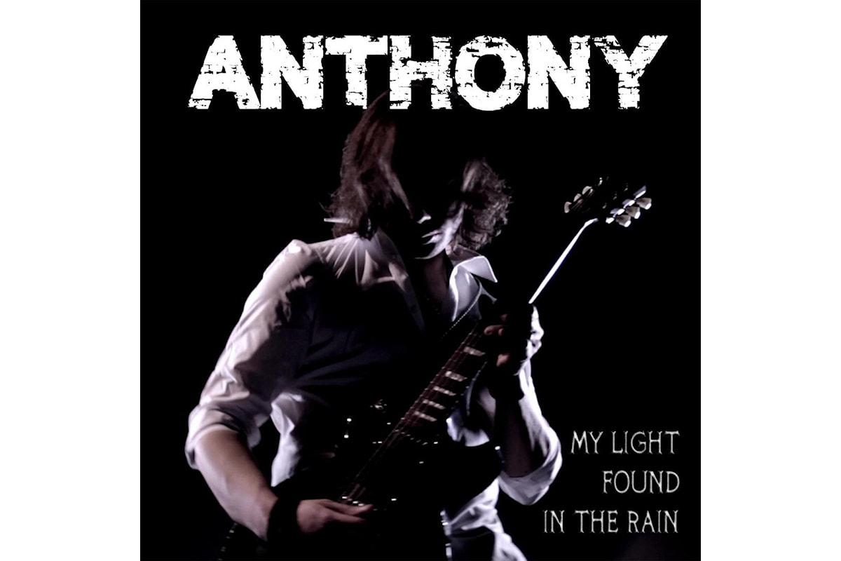 """Anthony """"My light found in the rain"""" è il singolo che presenta il disco in uscita il 24 gennaio """"Walking on tomorrow"""""""