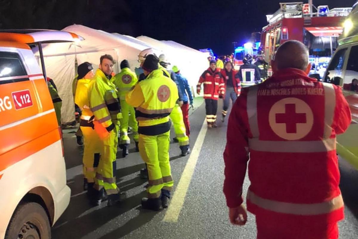 6 morti e 11 feriti in un incidente stradale in Alto Adige