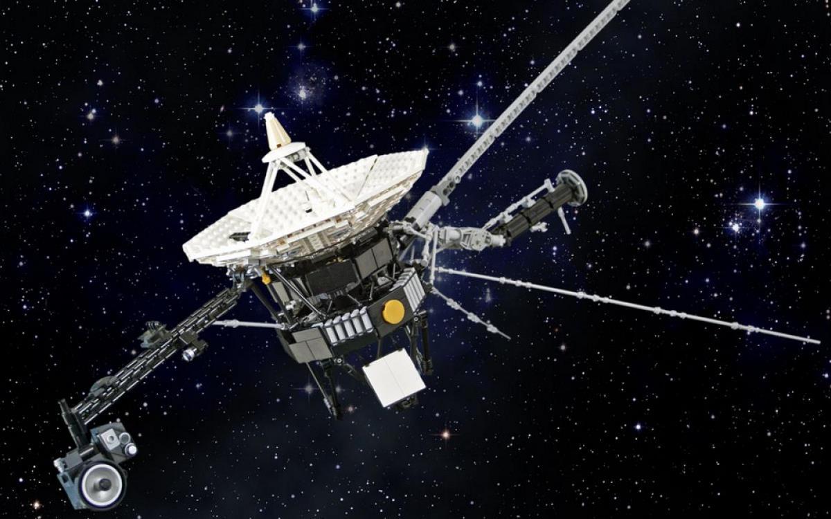Le sonde Voyager fuori dal sistema solare tentennano ma ancora non mollano e da 20 miliardi di chilometri continuano a parlarci...