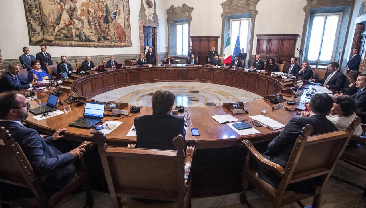 Covid-19, le nuove misure adottate dal Governo per lo svolgimento dell'attività giudiziaria e per il potenziamento del Servizio sanitario nazionale