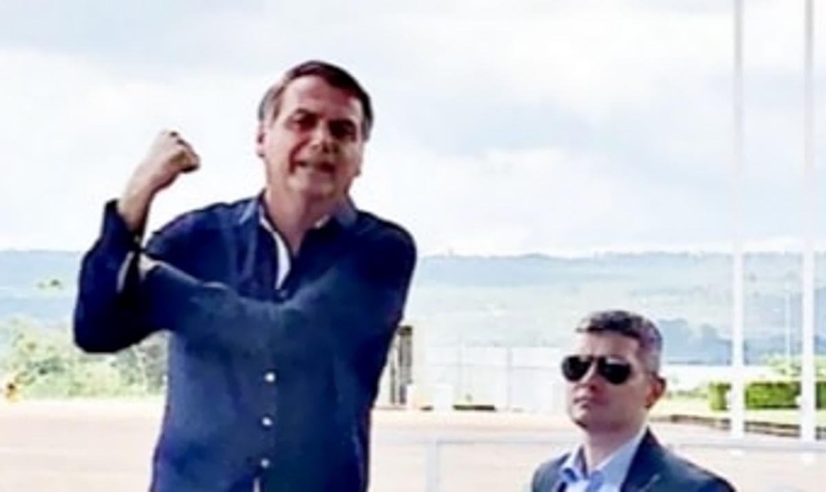 I media brasiliani dicono che Bolsonaro è positivo al Contagio da Covid-19, ma lui smentisce