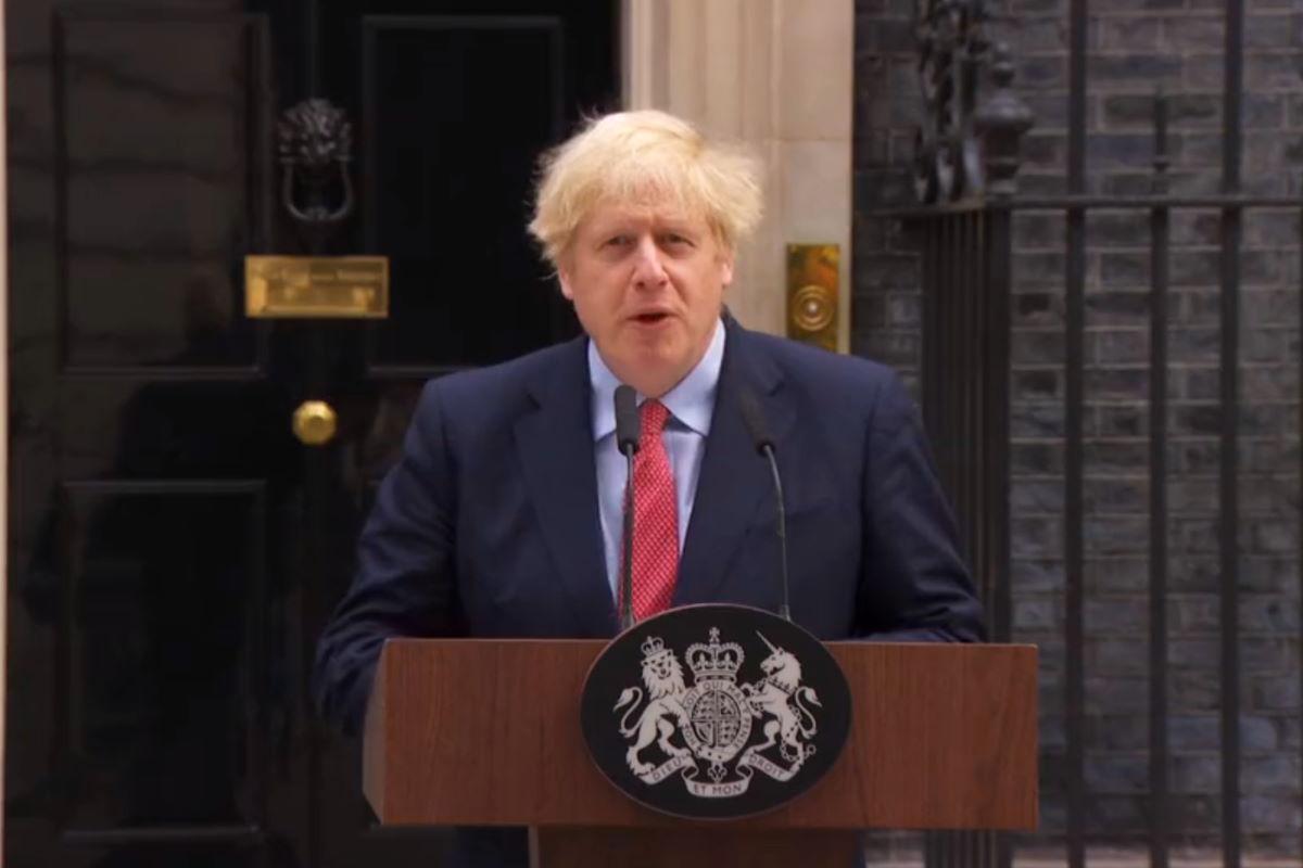 Boris Johnson torna al lavoro predicando calma e pazienza a coloro che vogliono allentare le restrizioni per la Covid in Gran Bretagna