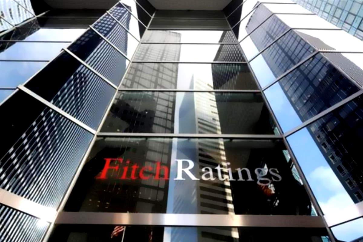Fitch declassa i titoli del debito dell'Italia e li colloca ad un passo dal definirli spazzatura