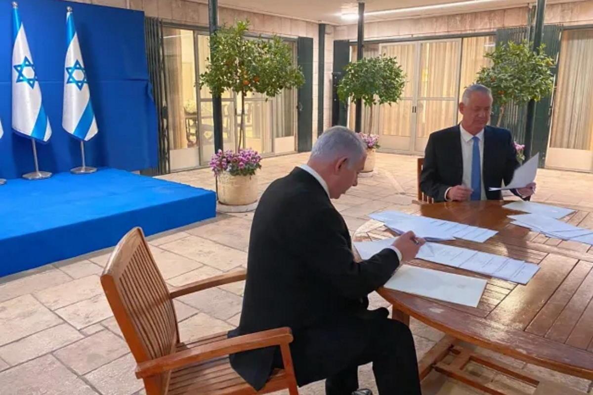 I due rivali Gantz e Netanyahu si alleano: dopo un anno e tre elezioni Israele ha un nuovo governo