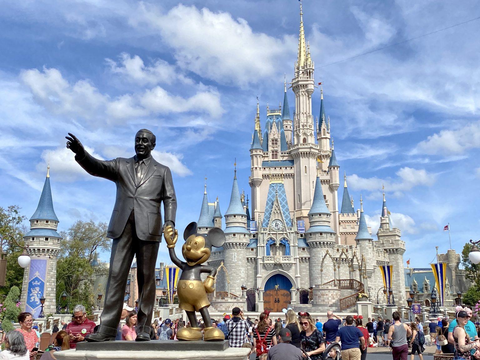 Orlando, 200 italiani bloccati negli Usa dopo essere stati licenziati dalla Disney