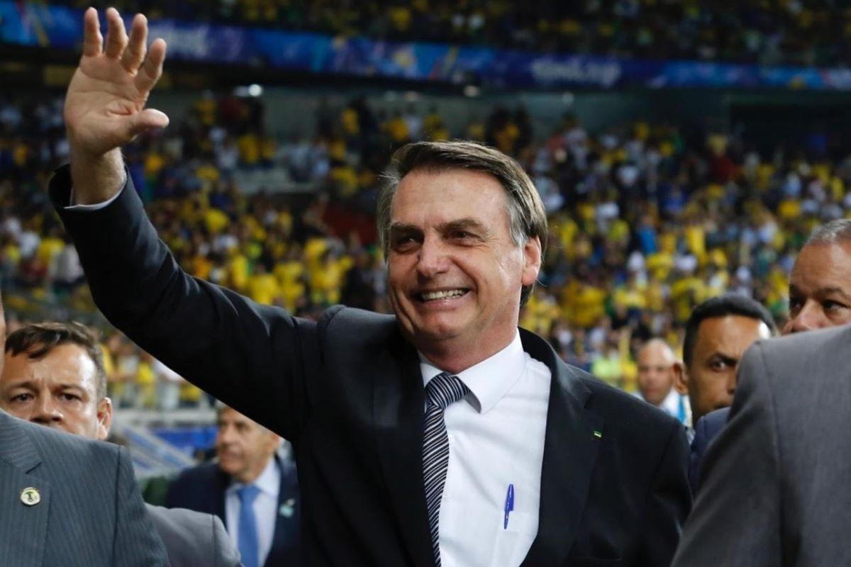 Un giudice impone a Bolsonaro di indossare la mascherina in pubblico