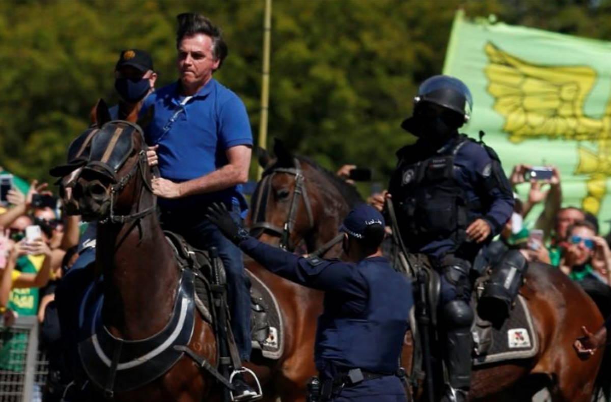 Brasile, i sostenitori di Bolsonaro invocano il ritorno alla dittatura
