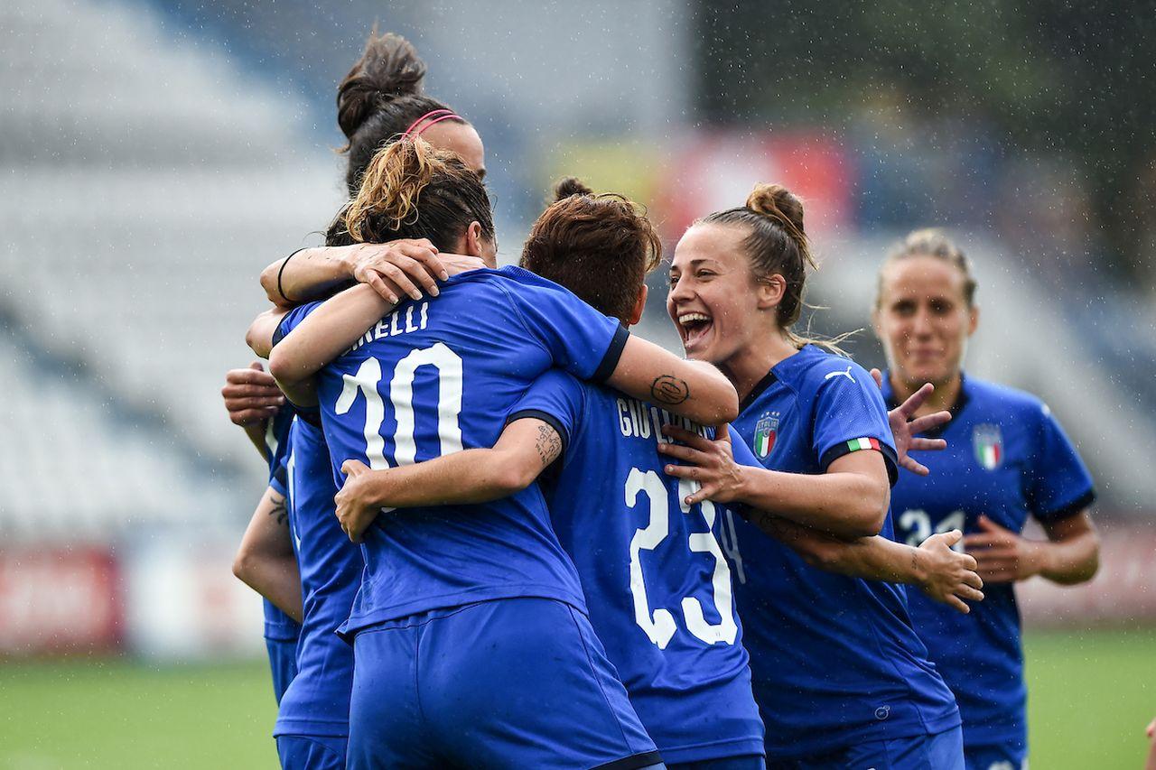 Calcio femminile, si va verso il professionismo