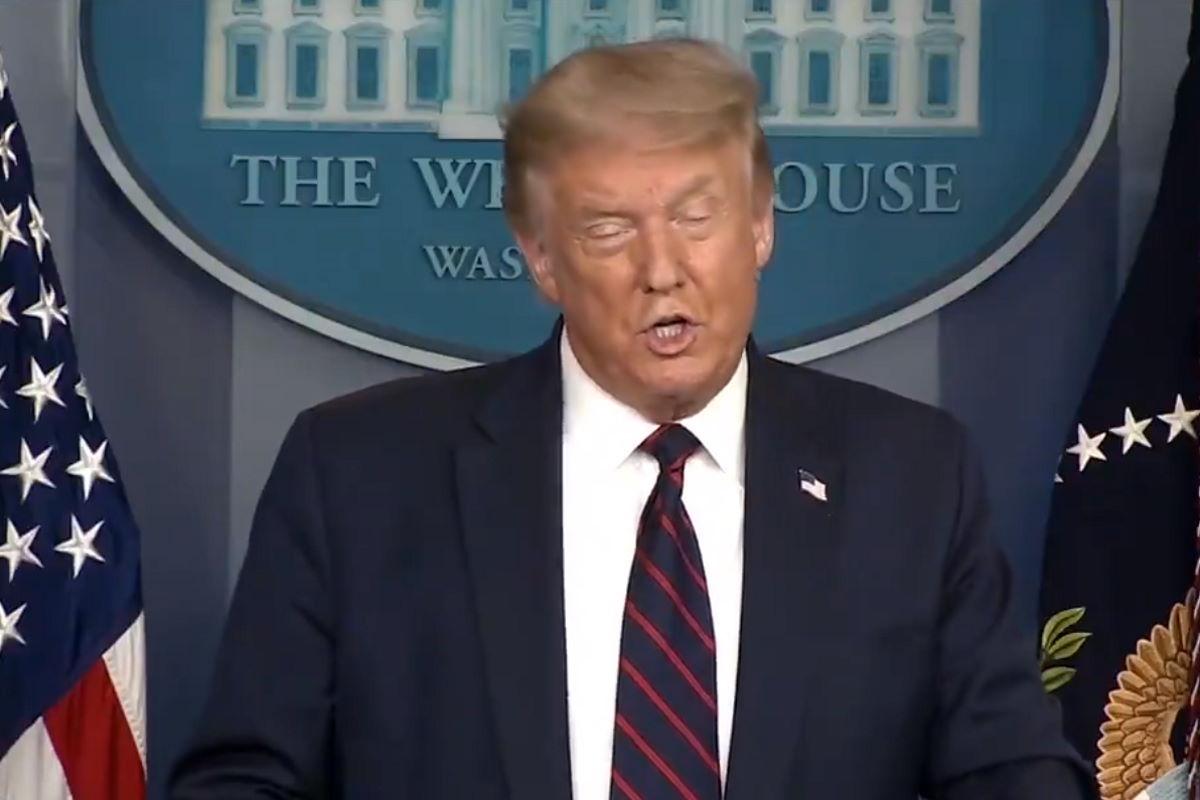 E adesso Trump chiede agli americani di indossare la mascherina