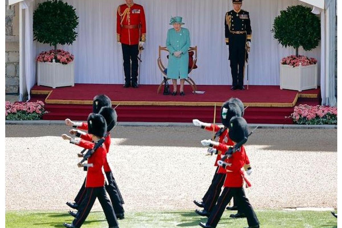 Regno Unito: 13 guardie reali arrestate dopo una mega festa