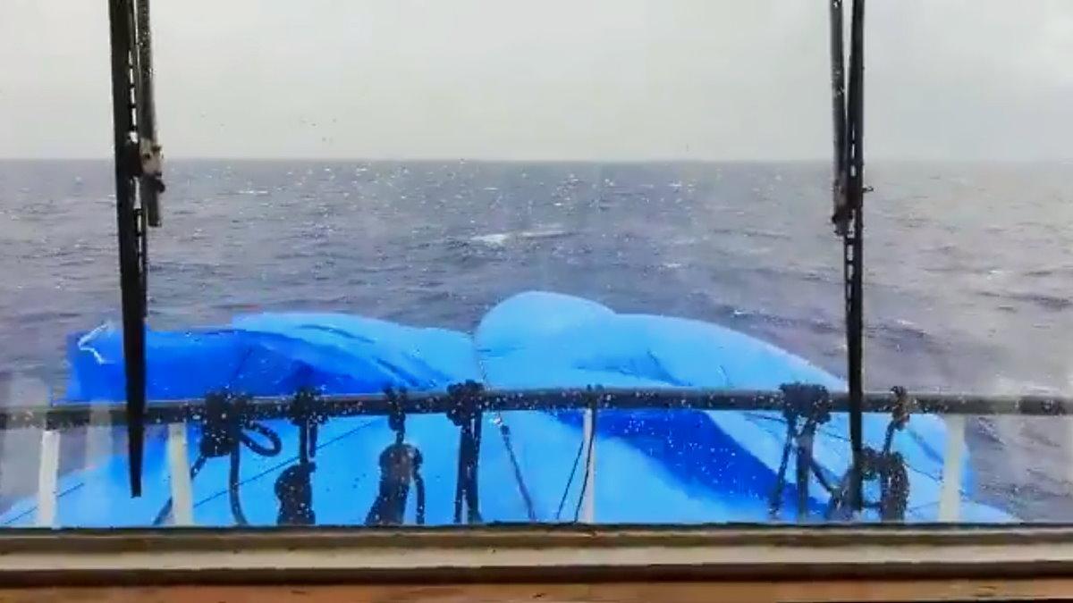 Ancora nessun porto assegnato alla Open Arms da una settimana in mare con 278 persone a bordo