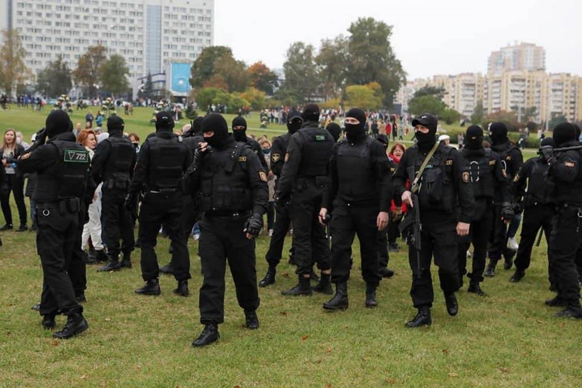 In Bielorussia la polizia è stata autorizzata ad usare le armi contro i manifestanti. A breve l'intervento della Russia?