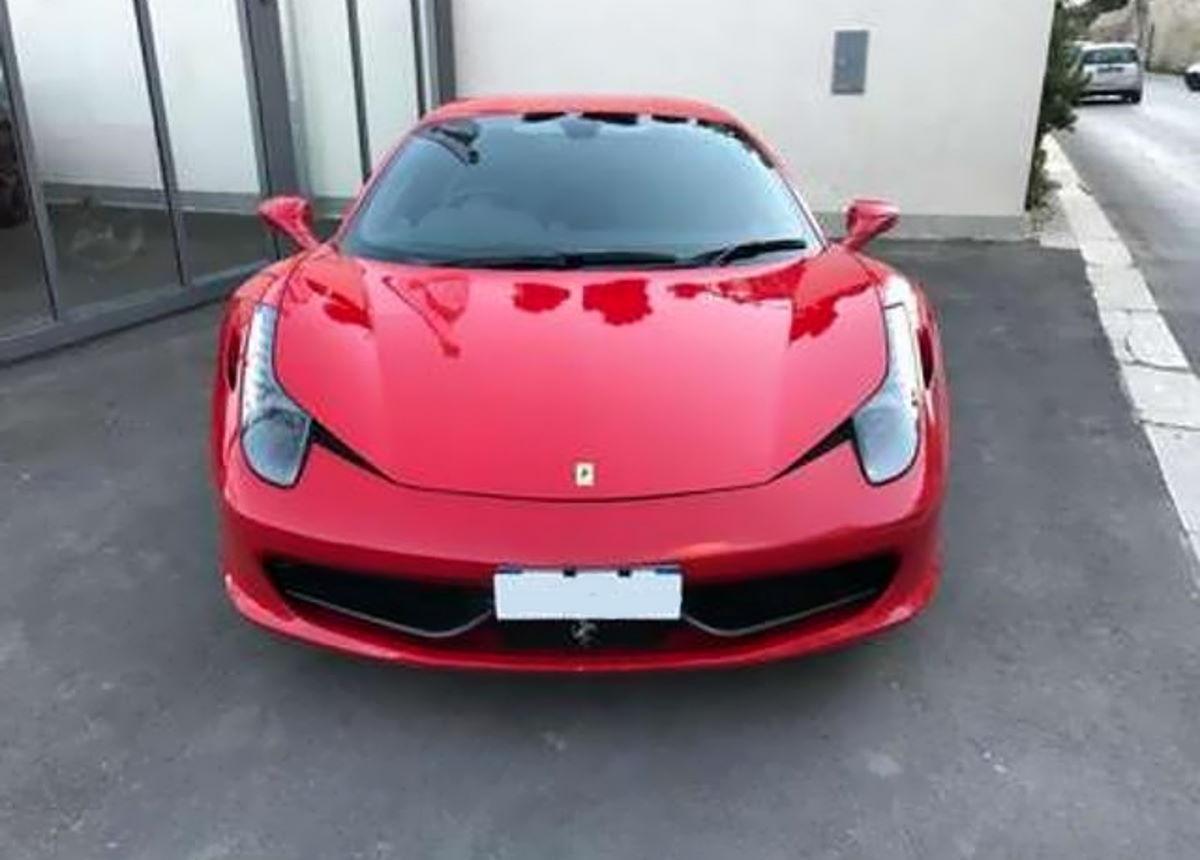 A Brescia un consulente fiscale percepiva il reddito di cittadinanza ma girava in Ferrari
