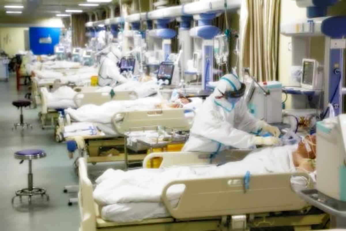 I medici britannici chiedono una tutela legale nel caso debbano decidere chi curare o meno tra i malati Covid