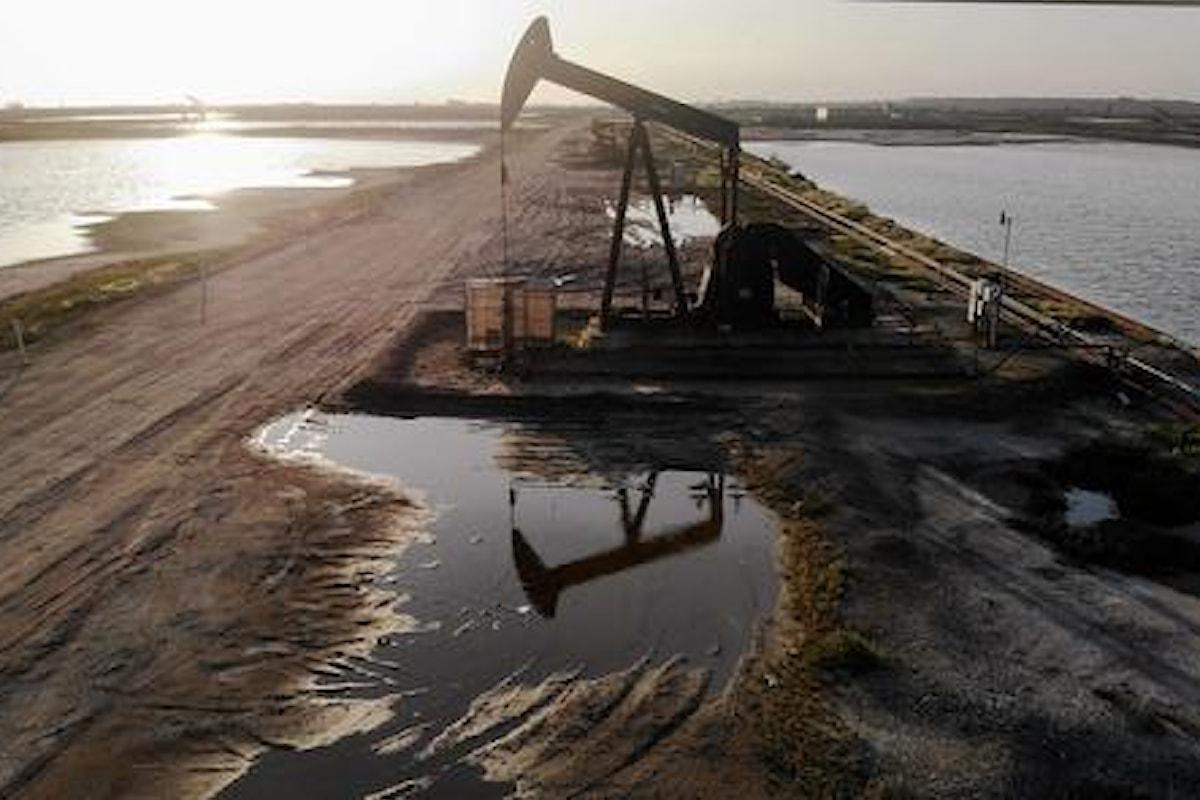 Petrolio in forte calo per timori sulla domanda