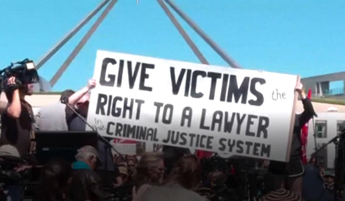 Decine di migliaia le donne scese in piazza lunedì in tutta l'Australia per manifestare contro la violenza e la disuguaglianza di genere