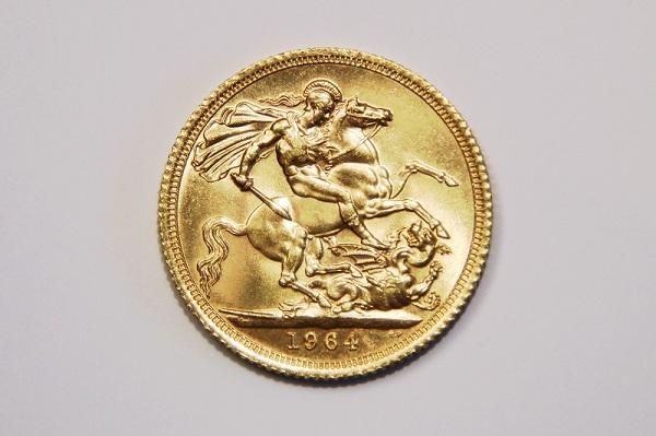Come evitare le truffe delle false sterline d'oro