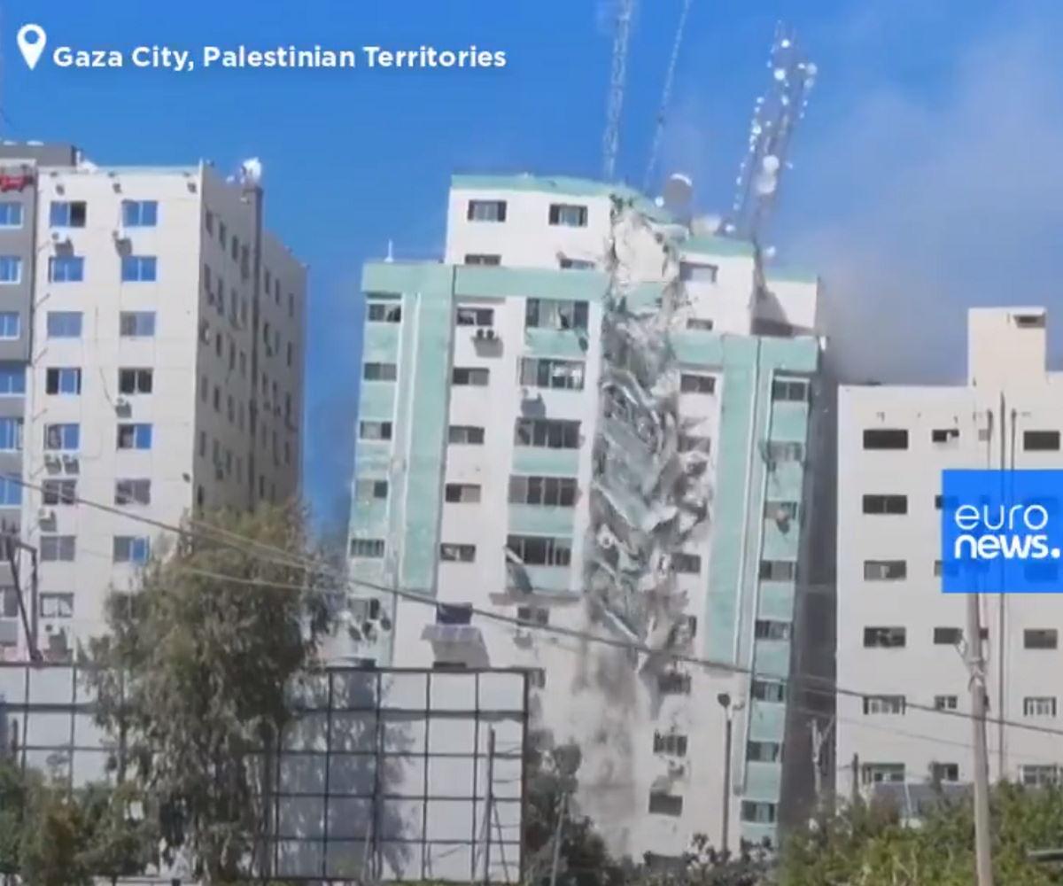 Israele non vuole che i media testimonino il massacro che stanno perpetrando a Gaza e buttano giù il palazzo che ospitava AP e Al Jazeera