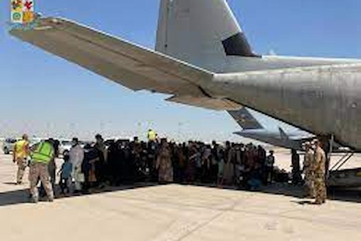 Afghanistan spari contro un C130 dell'Aeronautica Militare Italiana con profughi a bordo