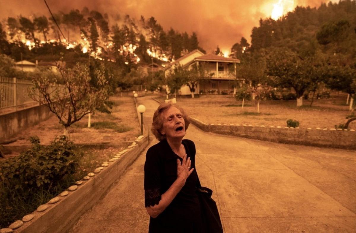 Decine gli incendi in tutta la Grecia. Distrutta dalle fiamme l'isola di Evia