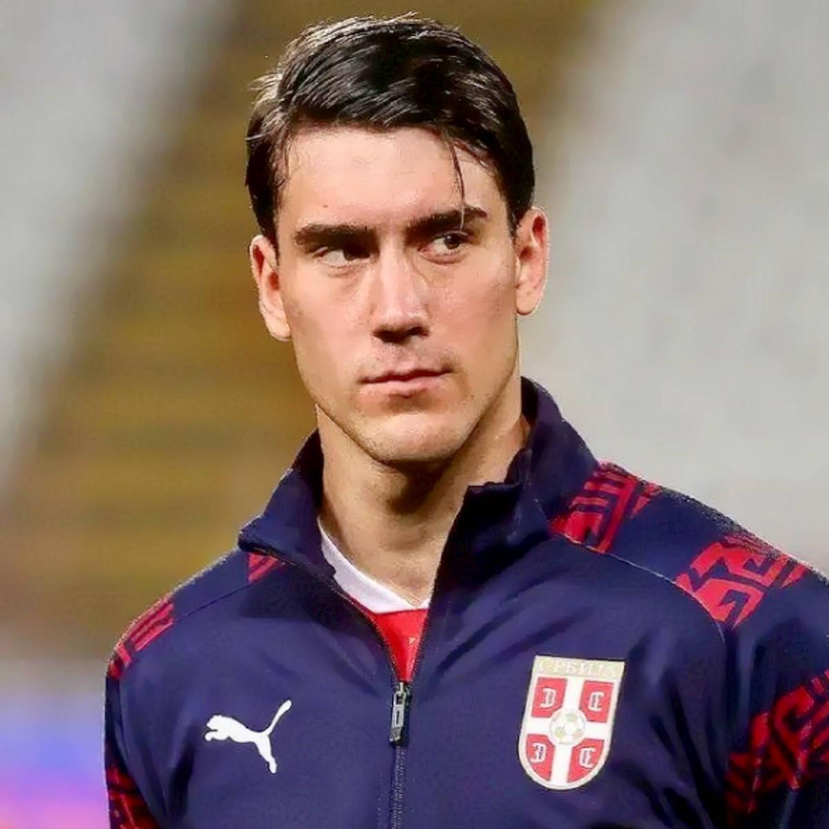 Commisso dà il benservito a Vlahovic e Firenze applaude