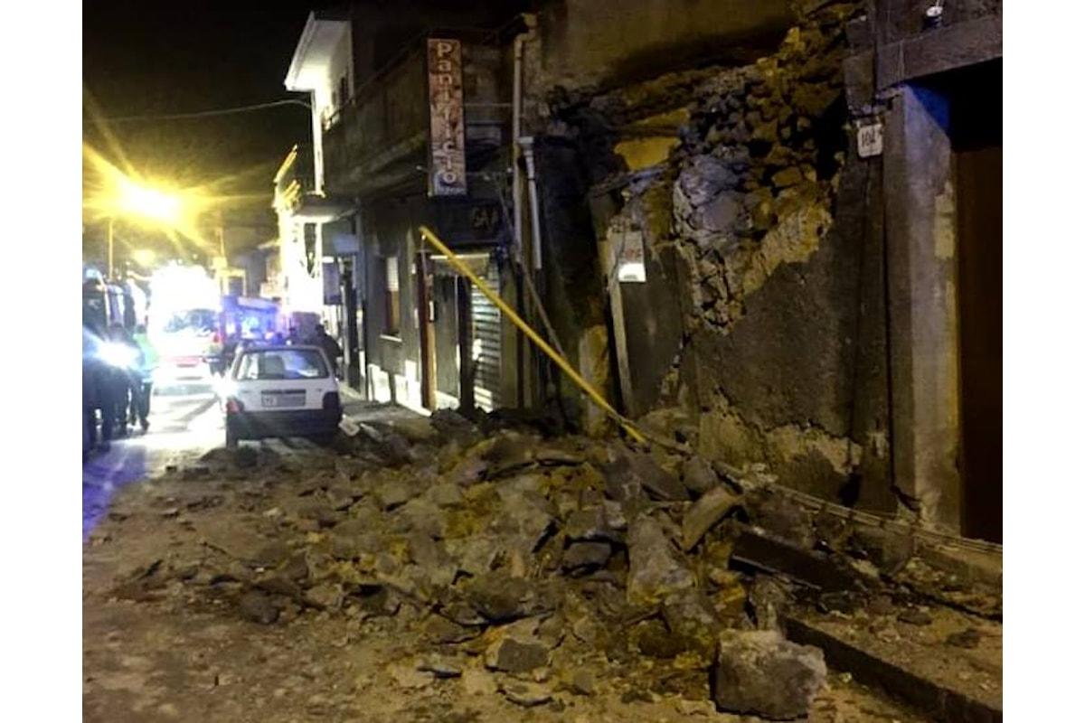 Danni e feriti per il sisma di magnitudo 4.8 che nella notte di S.Stefano ha colpito un'area alle pendici dell'Etna