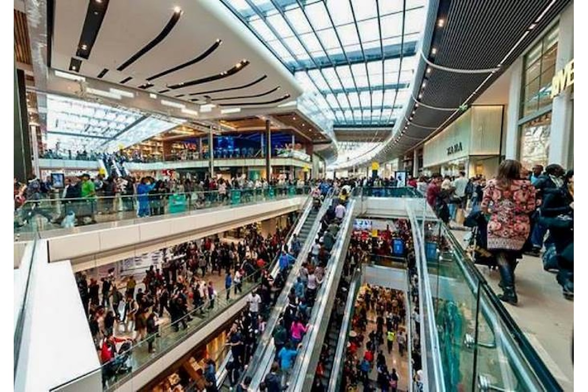 Di Maio vuole rivedere l'apertura delle attività commerciali alla domenica e nei giorni festivi