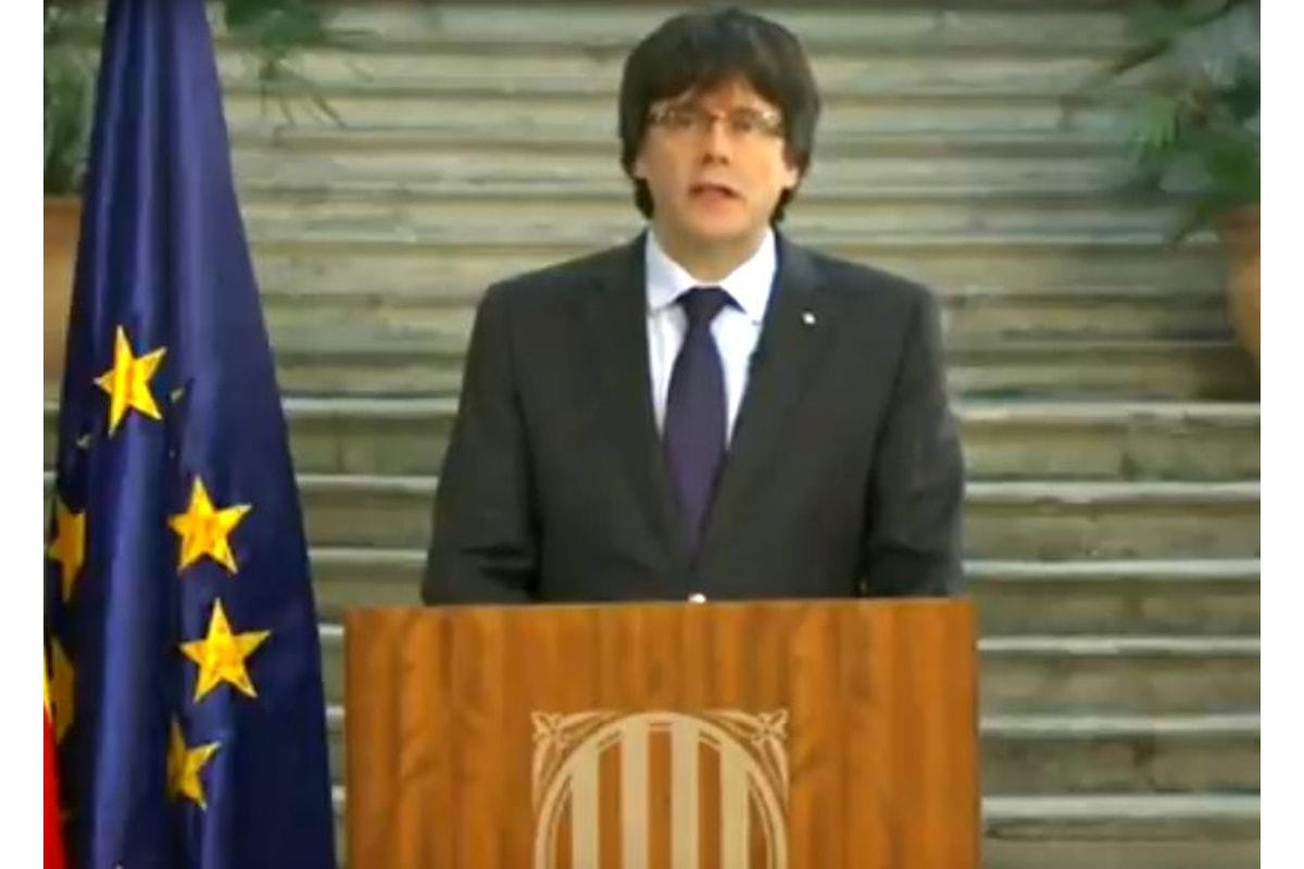 Puigdemont risponde a Rajoy: opposizione democratica alle misure dell'articolo 155
