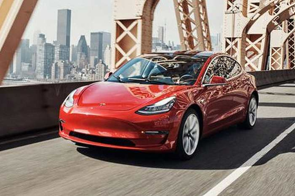 Tesla continua a perdere terreno in borsa a causa dei problemi di produzione della Model 3