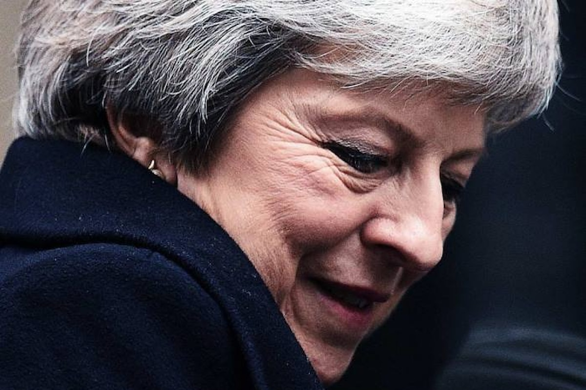 Theresa May ottiene la fiducia del suo partito conservando l'incarico di premier... ma per quanto ancora?