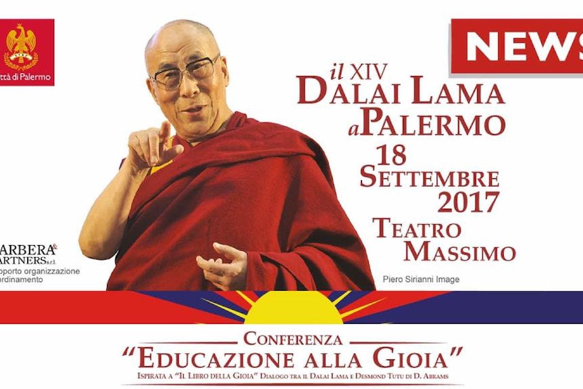 """Il Dalai Lama al Teatro Massimo di Palermo per la conferenza: """"Educazione alla Gioia"""""""